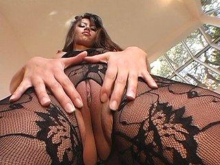 Splendida latina si prepara a masturbare